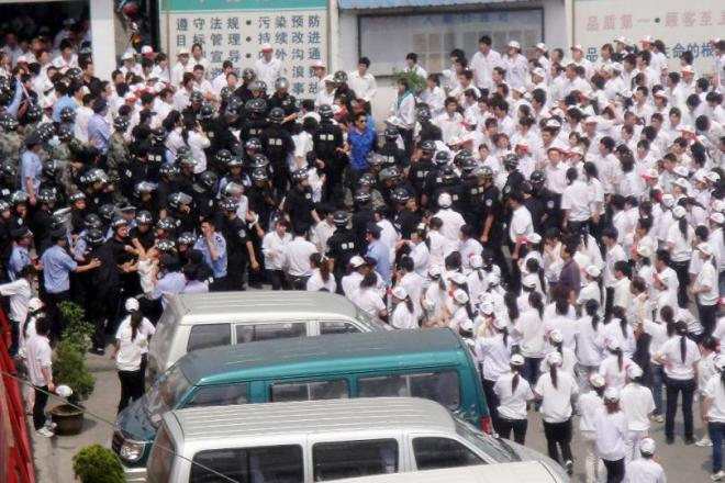 Some 2,000 workers clash with police as they stage a strike outside the Taiwan-funded KOK Machinery rubber factory in Kunshan, east China's Jiangsu province on June 7, 2010