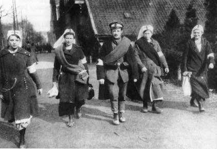 Krankenschwestern mit Rotarmist