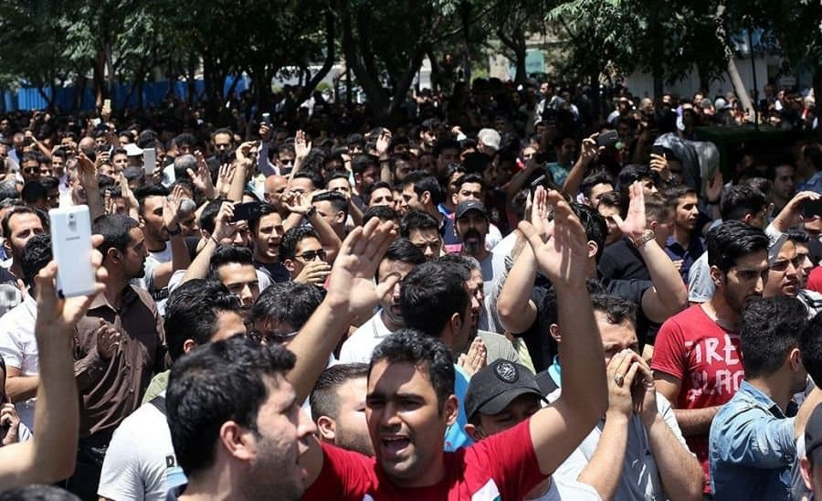 iranians-protest-in-the-street