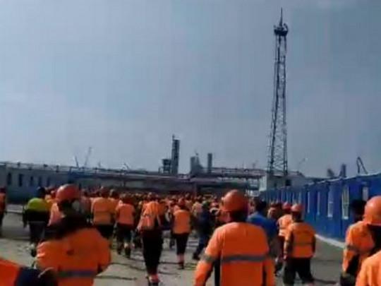 na-zavode-gazproma-v-rossii-vzbuntovalis-tysjachi-rabochih-migrantov-video-pogromov-4ccc973
